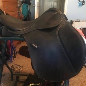 Wintec jumping saddle seat size 17""